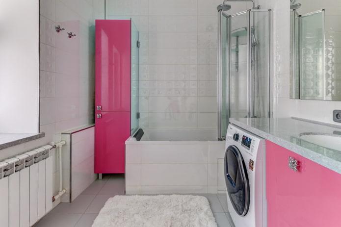 дизайн ванной с розовыми фасадами мебели