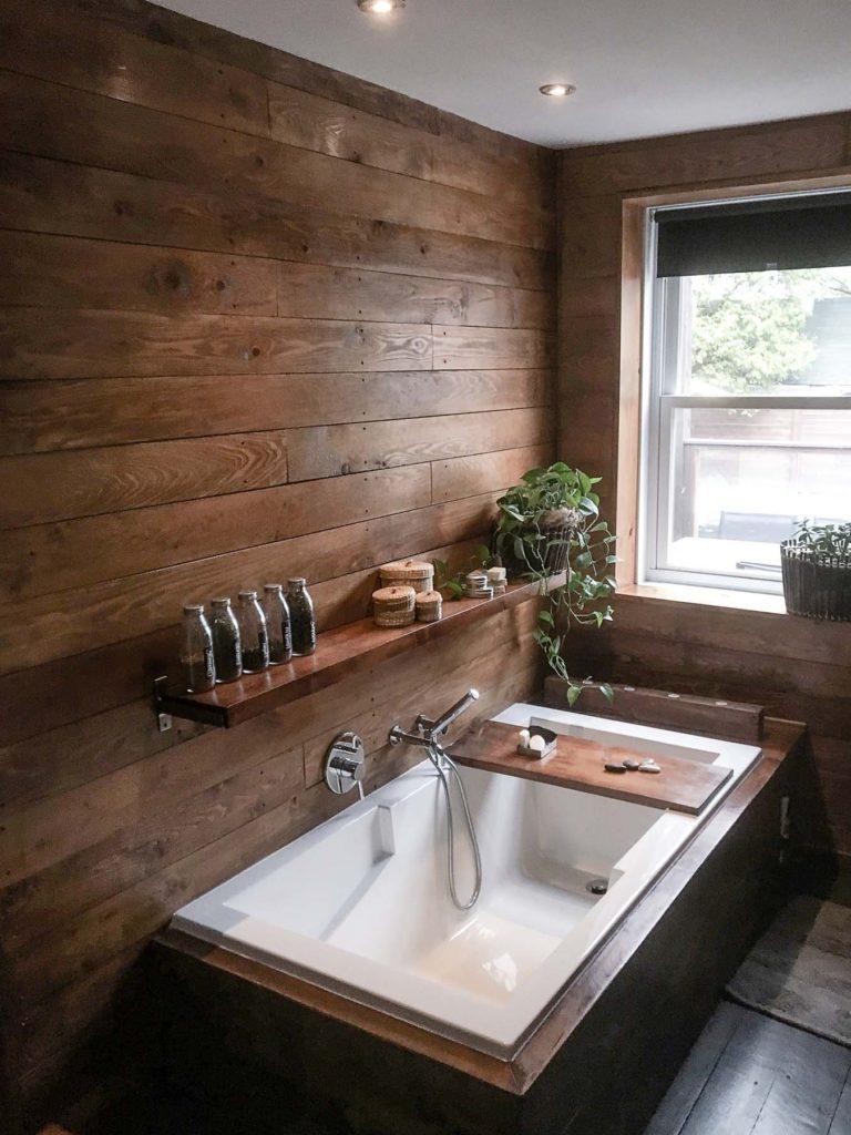 интерьер ванной под дерево