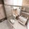 Ремонт в маленькой ванной комнате, совмещенной с туалетом