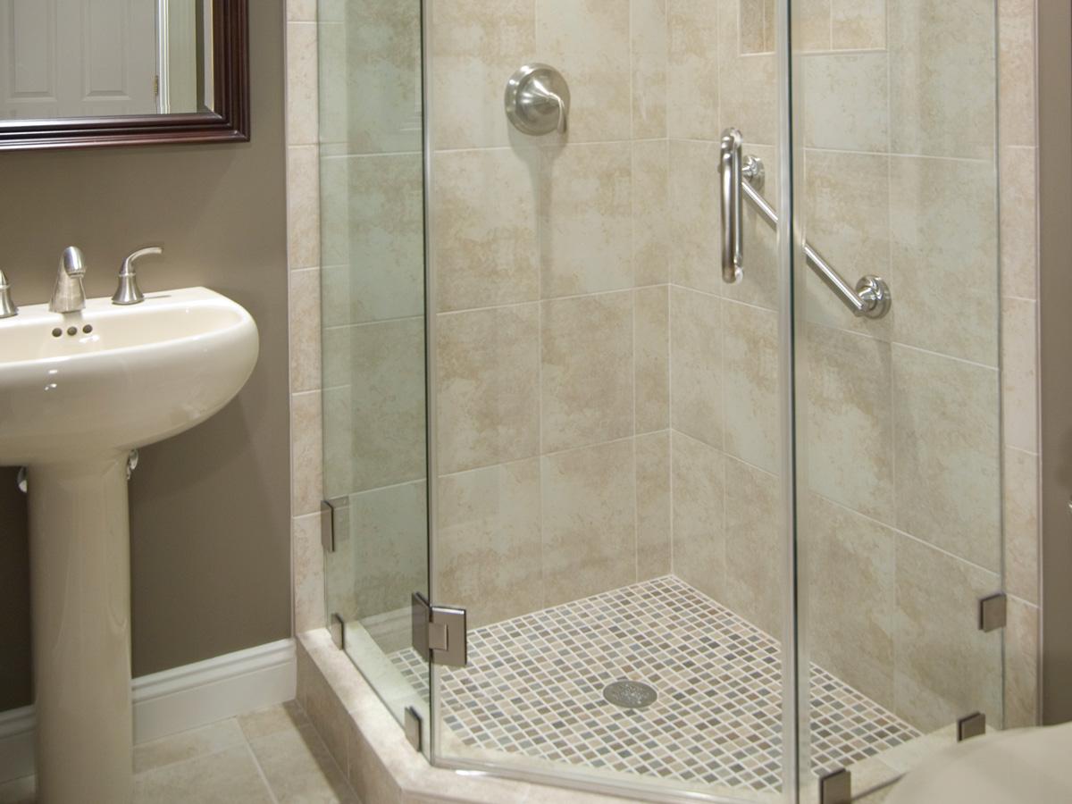Дизайн ванной с душевой кабиной из плитки