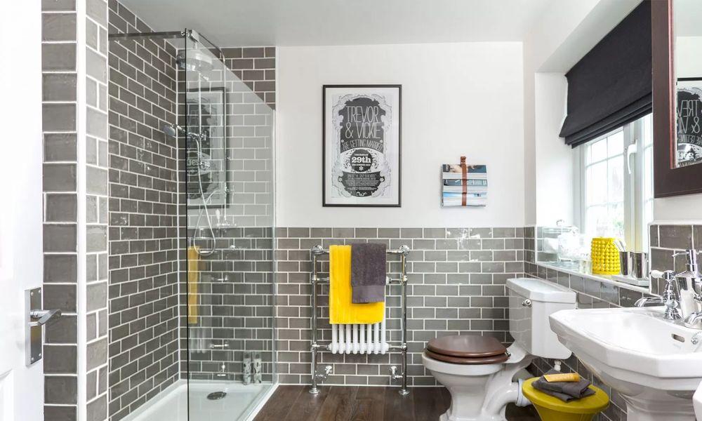 Интерьер ванной с туалетом в частном доме