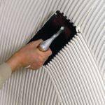 Гребенка для плитки: выбор инструментов для укладки на стену, пол