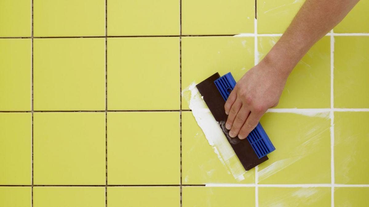 Как наносить затирку для швов плитки