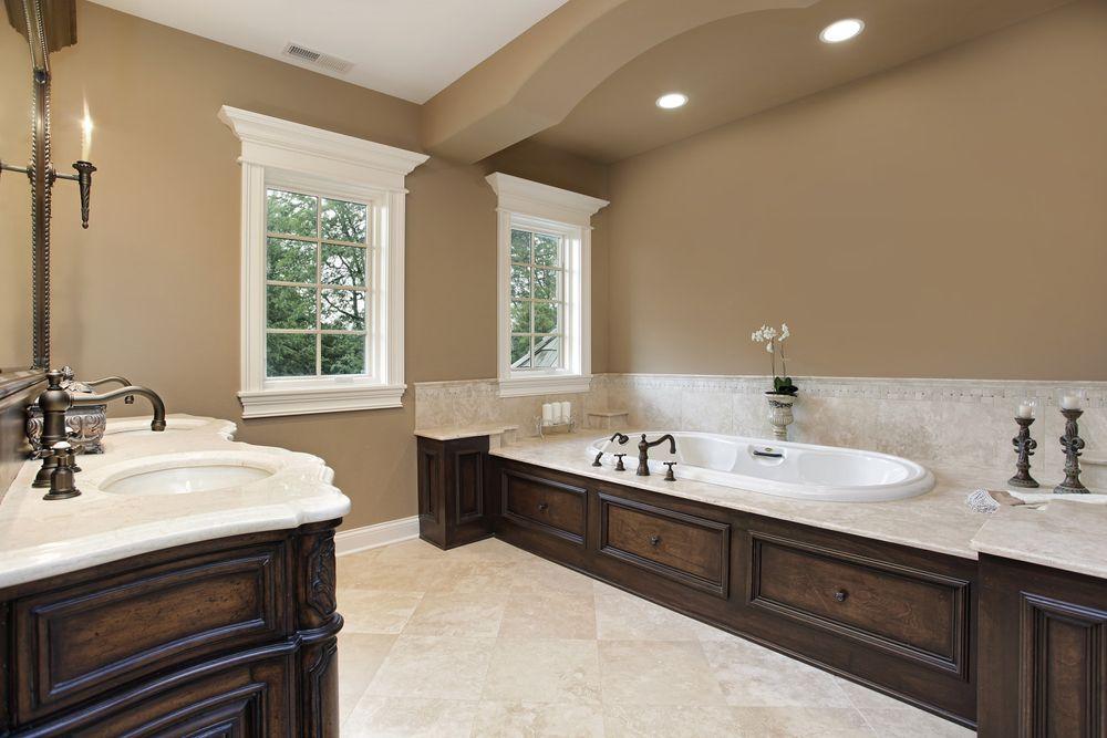Крашеные стены в ванной комнате